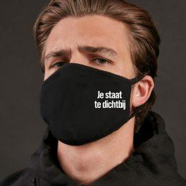 Zwart mondkapje Te Dichtbij Sfeerfoto