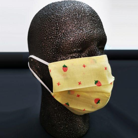 Katoenen Mondkapje Yellow Strawberry Sfeerfoto